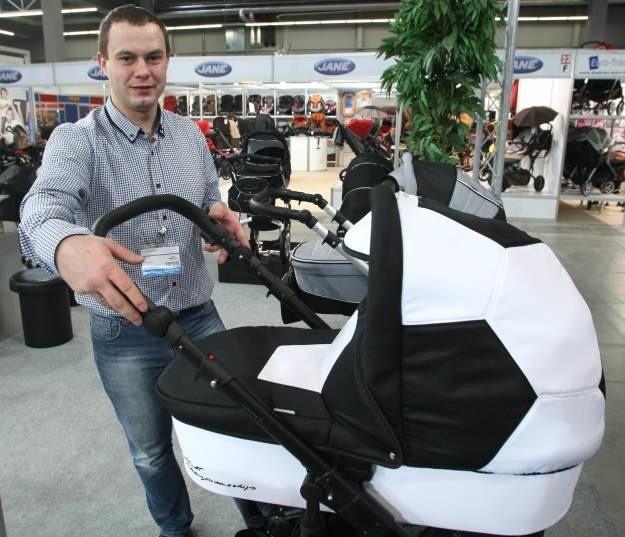 W tym roku w Kielcach swoją premierę na 100 dni przed mistrzostwami w piłce nożnej Euro 2012 ma oryginalnie wyglądajacy wózek dziecięcy.
