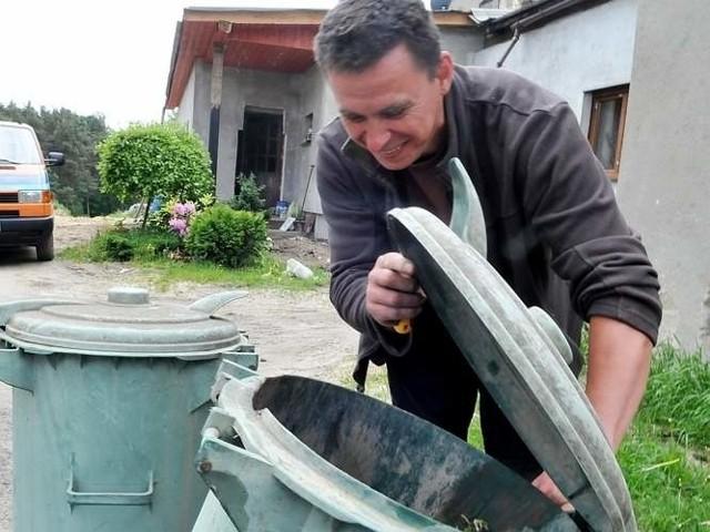 Zbigniew Łęcki z Nowego Kisielina uważa, że nowa ustawa śmieciowa wprowadziła spore zamieszanie.