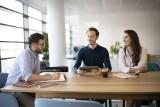 Praca w biurze – jak filiżanka kawy może wspierać wellbeing w pracy?