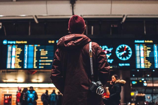 Jak wynika z badania Monitor Rynku Pracy firmy Randstad, 76% Polaków nie zamierza wyjechać do pracy za granicę. Jakie są główne powody, które powstrzymują nas przed wyjazdem za pracą? Dowiesz się tego przechodząc do kolejnych zdjęć.