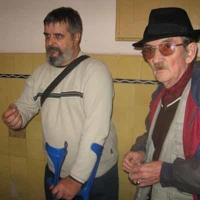 – Traktuje się nas jak powietrze – denerwują się Jan Surowiak (z lewej) i Bolesław Zadrożny.