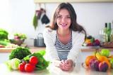 Co jeść i pić, aby nasz organizm dobrze funkcjonował latem