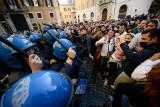 Koronawirus we Włoszech: Właściciele restauracji i siłowni mają dość obostrzeń. Protest w Rzymie i starcia z policją [ZDJĘCIA]