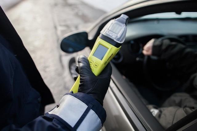 Na terenie powiatu bytowskiego zatrzymano kilku kierowców pod wpływem alkoholu. Doszło także do kolizji i zatrzymań osób poszukiwanych.