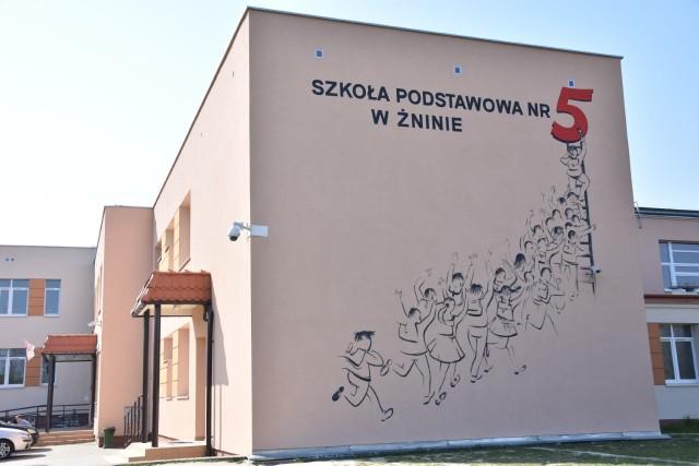 O godzinie 9 rozpoczyna się egzamin gimnazjalny. W SP nr 5 ma go pisać 192 uczniów.