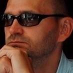 Arkadiusze Niemirski, dziennikarz, autor książek dla młodzieży i dorosłych.