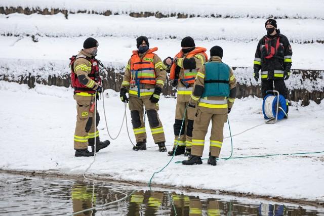 Strażacy ćwiczyli na Bagrach