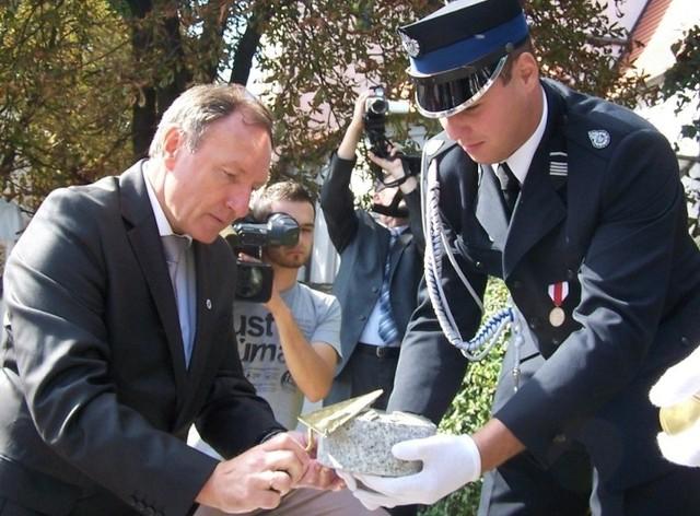 W ubiegłym roku podczas 3-dniowej konferencji papieskiej burmistrz Sylwester Lewicki wmurował kamień węgielny.