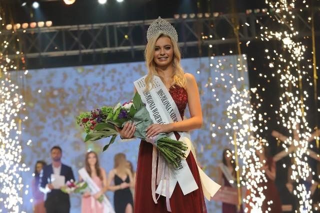 Tak rozpoczęła się przygoda 21-letniej wówczas studentki Politechniki Łódzkiej z konkursem – w koronie Miss Polonia Województwa Łódzkiego 2019.