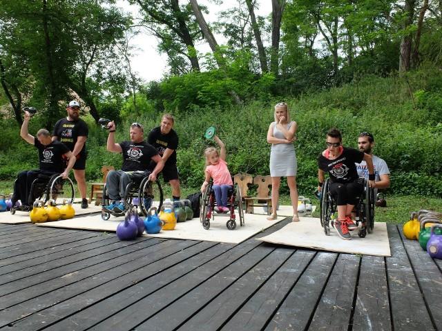 31 lipca w samym środku Puszczy Bydgoskiej będzie można oglądać pokazy sportowe, wziąć udział w konkursach, a przede wszystkim dorzucić się do sfinansowania terapii dla małego Henia z Bydgoszczy, który zmaga się z epilepsją, autyzmem, niemal nie widzi.