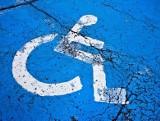 Karta parkingowa osoby niepełnosprawnej przedłuża się automatycznie. Będzie ważna jeszcze 60 dni po odwołania stanu zagrożenia