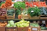 Cena fasolki szparagowej wzrosła o ponad 10 zł. Za inne warzywa i owoce też musimy płacić więcej niż rok temu