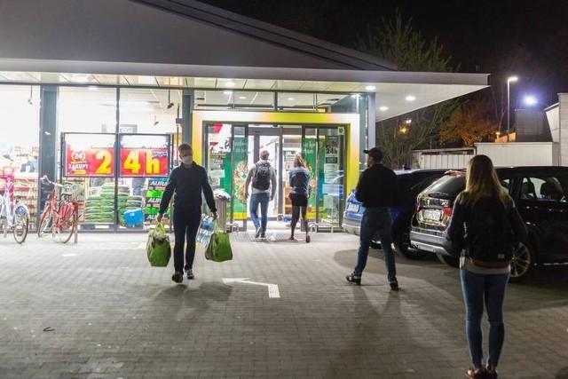 Ostatnio usługa Poczty Polskiej wdrożona została w ponad 50 sklepach sieci Biedronka, m.in. w czterech na Kujawach i Pomorzu. Gdzie konkretnie?