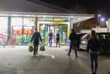 W tych kolejnych sklepach zrobisz zakupy w każdą niedzielę. Ile jeszcze uda się im udawać pocztę? Nowelizacja ustawy już w Sejmie!