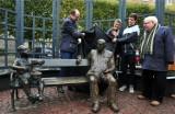Odsłonięcie figury Güntera Grassa w Gdańsku Wrzeszczu. Pisarz zasiadł na ławce obok Oskarka