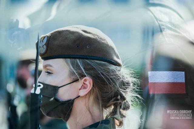 Nowi terytorialsi zaprzysiężeni w dniu święta 1 Podlaskiej Brygady Obrony Terytorialnej