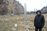 Kosmiczna konstrukcja, podobna do monolitu z Utah pojawiła się na Kadzielni w Kielcach! Nikt nie wie skąd się wzięła [WIDEO, ZDJĘCIA]