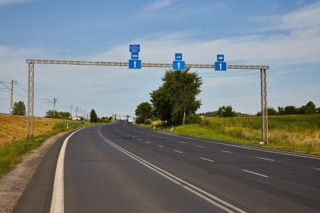 Obecnie tylko przy końcowym odcinku droga Przemyśla-Medyka rozszerza się do czterech pasów (na fot). W Większości jest dwupasmowa. Docelowa całość ma być czteropasmowa, z większą ilością pasów tuż przed samym przejściem granicznym.