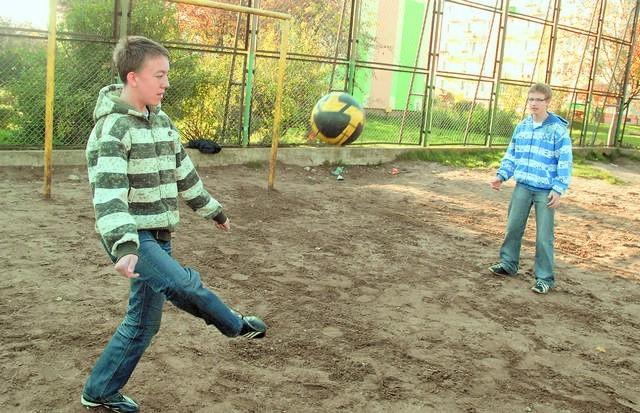 Mateusz i Damian chcieliby już zagrać, ale nadal nie mogą