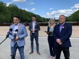 Politycy PiS w Szczecinie proszą o opamiętanie i nieniszczenie plakatów wyborczych
