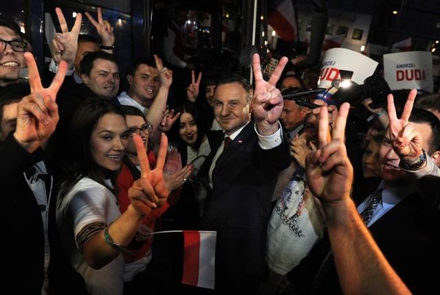 Wyniki wyborów prezydenckich 2015 exit poll Andrzej Duda wygrał wybory według sondaży exit poll.