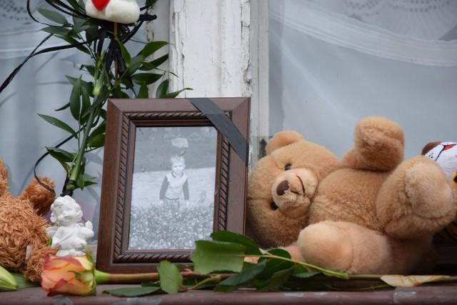 3,5 letni Tomuś z Grudziądza, który został skatowany na śmierć, spocznie na cmentarzu w Kwidzynie....