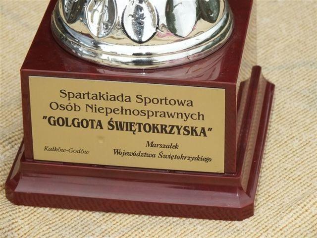 Puchar przechodni funduje Adam Jarubas- marszałek województwa świętokrzyskiego Jedną z bardziej emocjonujących konkurencji jest przeciąganie liny