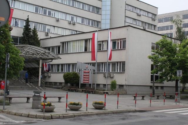Trzy lata i 4 miesiące więzienia - taki wyrok wydał na Mariusza B. Sąd Okręgowy w Krakowie za prześladowanie matki