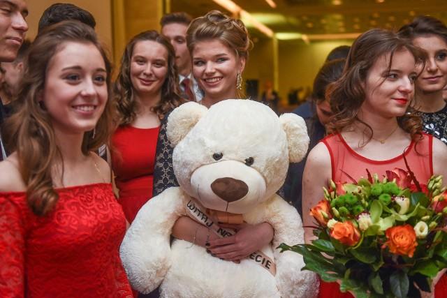 Studniówka 2017: Bal V LO w Hotelu Andersia [ZDJĘCIA, WIDEO]