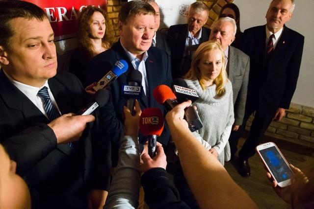 Paweł Myszkowski, przedstawiciel komitetu referendalnego oraz Eugeniusz Muszyc, przew. Forum Związków Zawodowych Województwa Podlaskiego zachęcają do głosowania