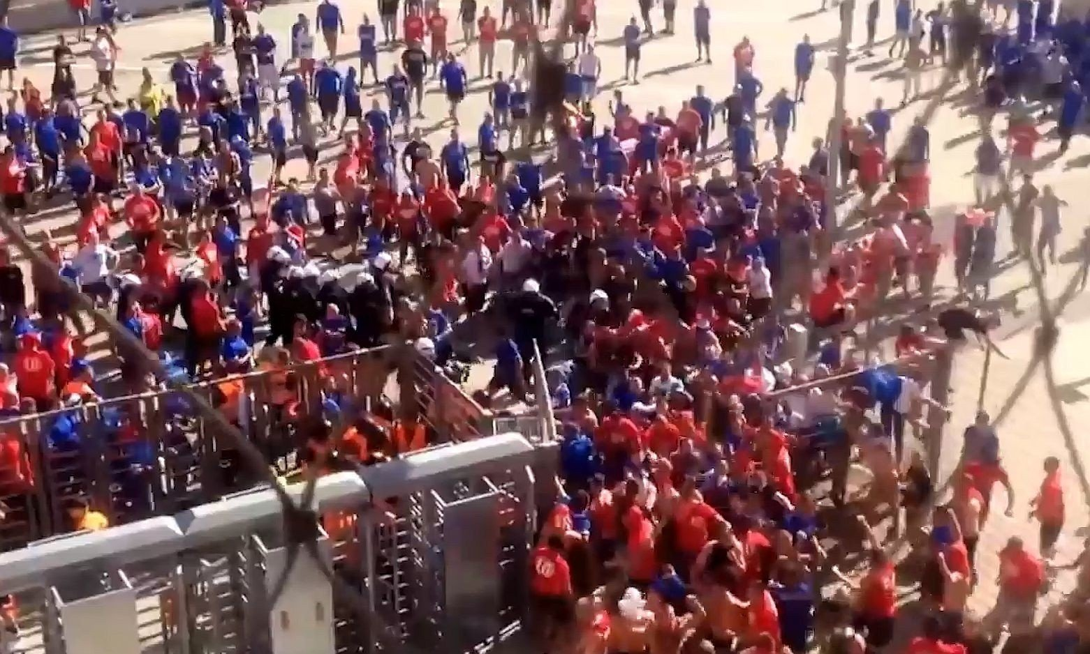 67812ff2b Pseudokibice Ruchu Chorzów wdarli się na stadion w Białymstoku przed meczem  Jagiellonia - Ruch. Sąd Okręgowy w Białymstoku wydał wyrok WIDEO | Kurier  ...