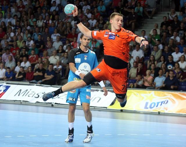Patryk Walczak jest wychowankiem Kusego Szczecin. Następnie grał w SMS Gdańsk, a od 2011 r. jest zawodnikiem Gaz-System Pogoni Szczecin.