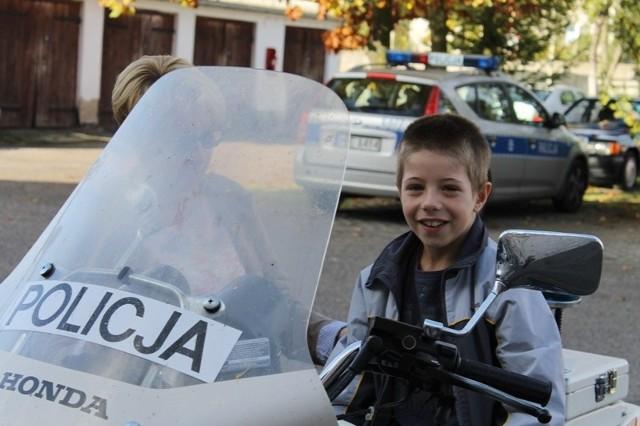 Prawdziwą furorę wśród dzieci zrobiły policyjne hondy.