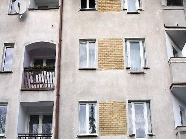 W tym budynku na 2. piętrze została zamordowana Anna M.