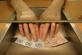 Banki i firmy ubezpieczeniowe starają się o nowych, a zaniedbują starych klientów