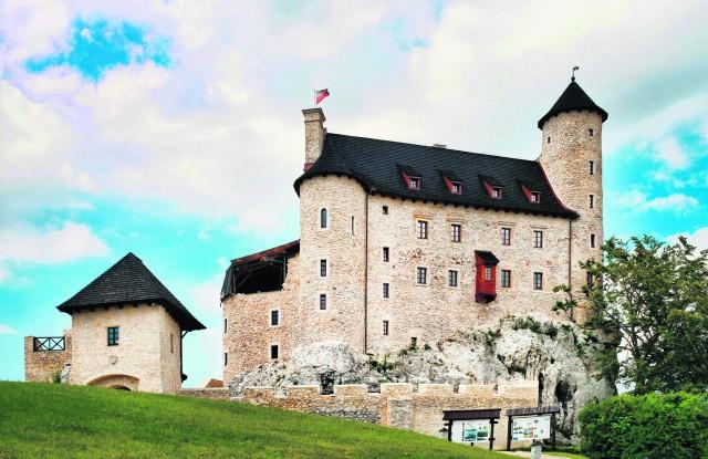 """Dwanaście lat temu zamek w Bobolicach miał status """"trwałej ruiny"""". Nowy właściciel to zmienił"""