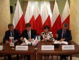 Przygraniczne stacje kolejowe w woj. lubelskim przejdą metamorfozę za miliony. Jest umowa (ZDJĘCIA)