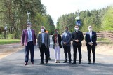Starosta, wójt i wykonawca odbierali drogę, która połączyła powiat sokólski z białostockim