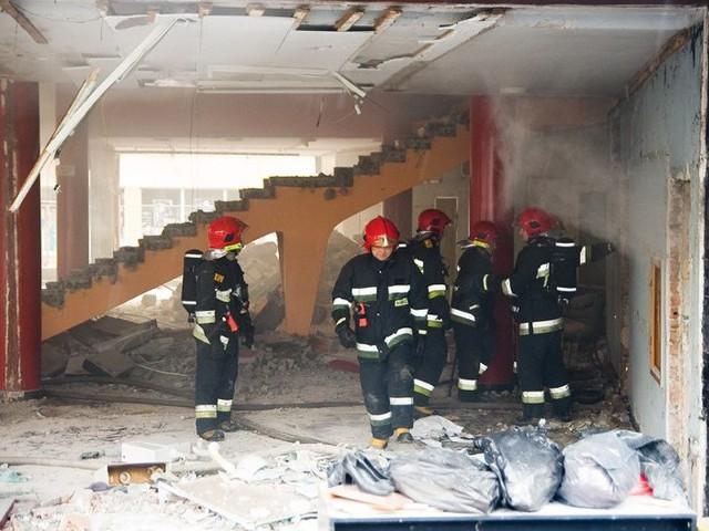 Na miejsce wysłano 4 wozy strażackie z 18 strażakami.