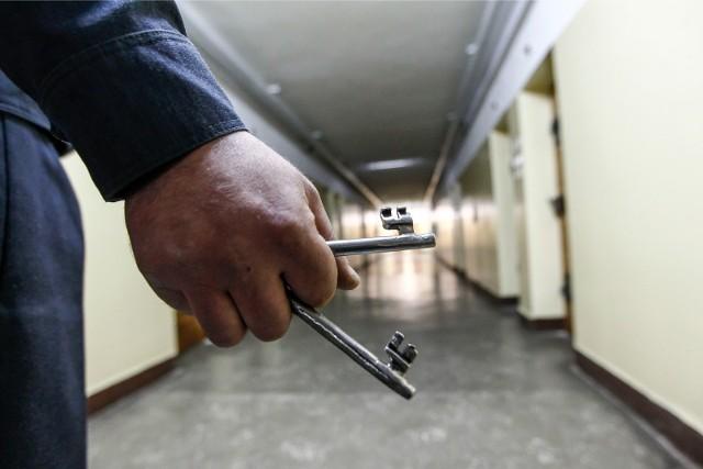 Jednego z mężczyzn policjanci zatrzymali w Opolu, drugi usłyszał zarzuty w więzieniu...