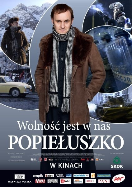 """Plakat zapowiadający film o ks. Popiełuszce jest podobny do reklamy """"Cassino Royale"""" z Jamesem Bondem. Internauci więc już skomentowali, że ks. Popiełuszko wygląda jak agent 007."""