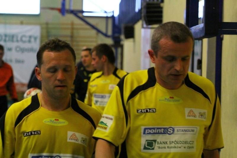Zawodnicy zespołu z Komprachcic: Tomasz Wróblewski (z lewej) i grający trener Dariusz Lubczyński.