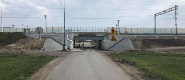 W Węgrzcach Wielkich trwa przebudowa kolejowego wiaduktu. Są utrudnienia w ruchu