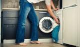 Proszek do prania - który jest najlepszy? Który najlepiej usuwa plamy, a który okazuje się najtańszy w użyciu? Zobacz wyniki testów