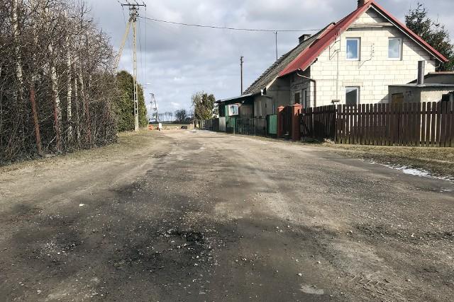 Droga w Wysokiej Krajeńskiej jest w fatalnym stanie. W tym roku ma zostać wyremontowana. Podobnie ulica Wyspiańskiego w Sępólnie