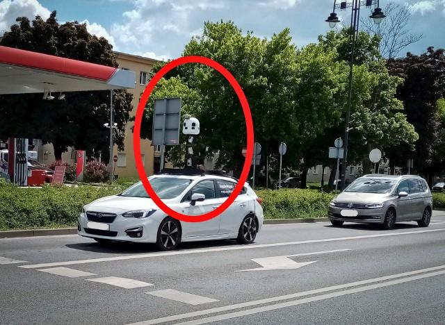 Samochód Apple Maps przyłapany na ulach Bydgoszczy. On robił zdjęcia nam, a my - jemu.