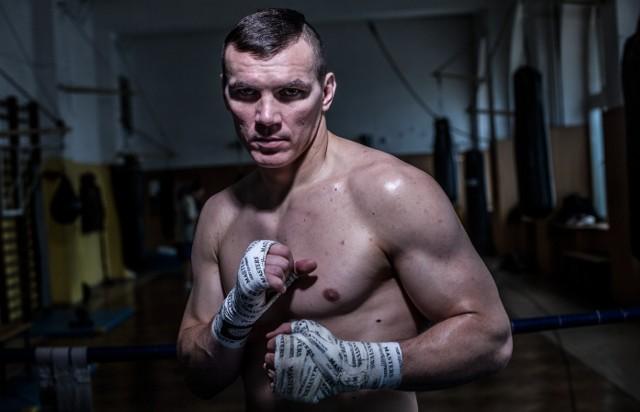 Walczący w wadze junior ciężkiej Mateusz Masternak na zawodowym ringu stoczył 42 pojedynki. 38 wygrał (26 przez nokaut) i cztery przegrał (jedno KO). To m.in. były mistrz Europy.