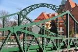 Most Tumski ma nowy kolor. Są i kłódki zakochanych