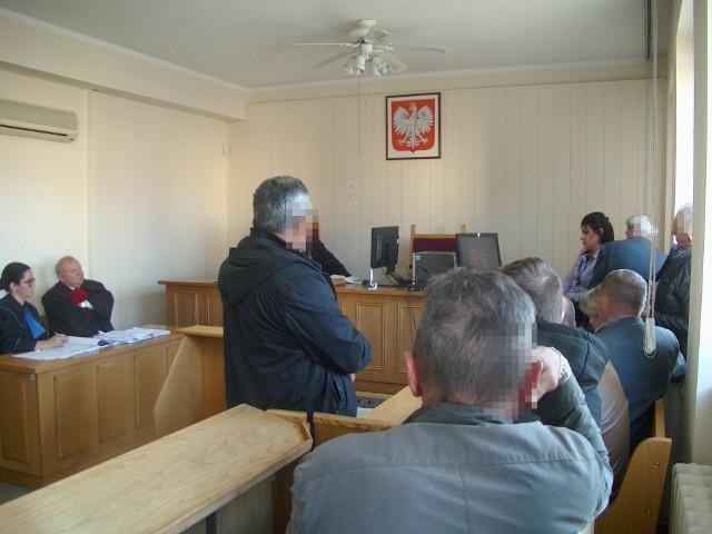 Ponad dwie godziny oskarżeni oglądali nagrania zrobione w pobliżu rzeźni.