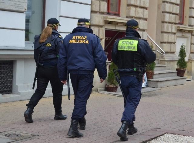 Strażnicy miejscy odchodzą do policji, Służby Więziennej i Straży Granicznej.